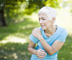 Get Natural Shoulder Pain Relief with the Help of Physical Therapy